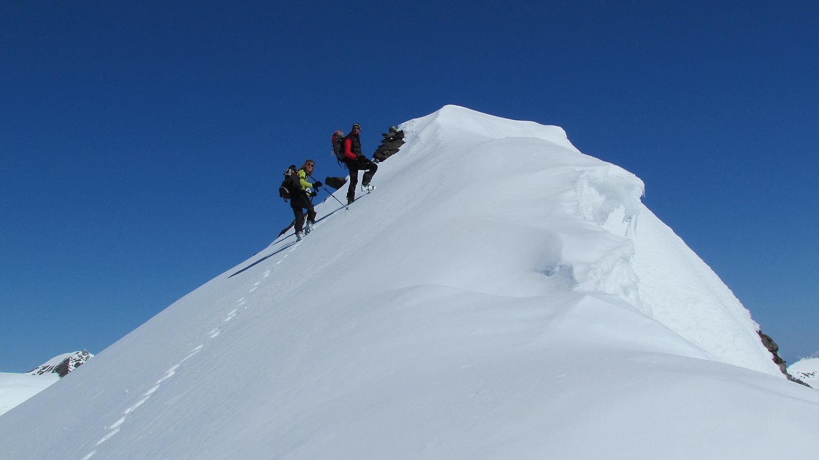 Matthias und Monika kurz unterhalb des Gipfels